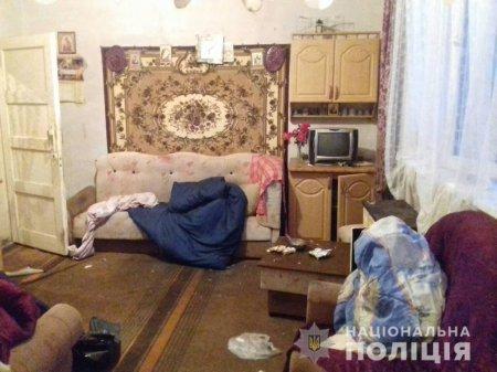 Закарпатець побив батька дерев'яною палицею та ножицями: чоловік в реанімації
