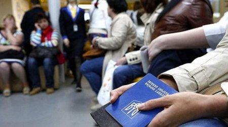 Навіть, якщо не заробили: У заробітчан будуть віднімати гроші при в'їзді в Україну