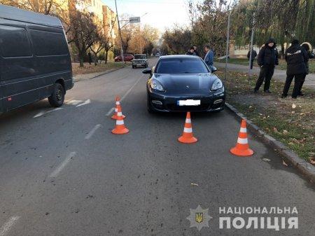 36-річний водій «Porsche» не впорався з керуванням та здійснив наїзд на 12-річну ужгородку (ФОТО)