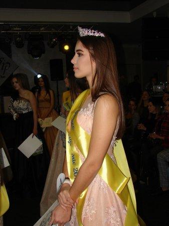 У Хусті обрали найгарнішу студентку. Нею стала 16-річна Валерія Габорець (ФОТО)