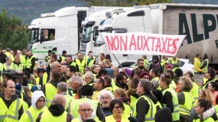 У Франції активісти блокують дороги через ціни на бензин: є постраждалі, одна людина померла