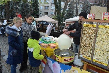 """В Ужгороді офіційно відкрили свято молодого вина """"Закарпатське божоле"""" (ФОТО)"""