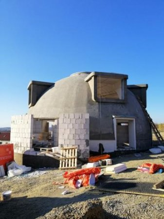 На Закарпатті будують незвичайні будинки - круглої форми (фото, відео)