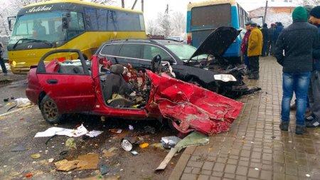 Рейсовий автобус та два автомобілі потрапили у смертельну ДТП на Прикарпатті (ФОТО)