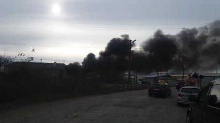 Горять склади підприємця: У Виноградові велика пожежа (Фото, Відео)