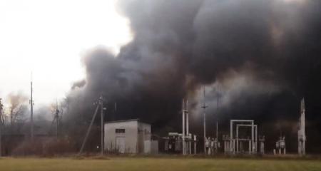 На Закарпатті сталася масштабна пожежа складів з хімічними відходами (відео)