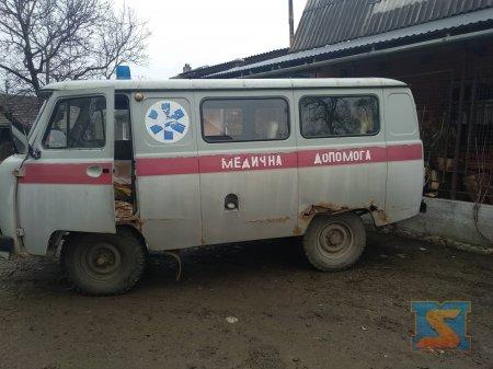 На Воловеччині хворих возять на підлозі іржавої швидкої допомоги (ФОТО)