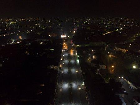Вулиці Мукачева у повній темряві. Люди бояться виходити з дому (ВІДЕО)