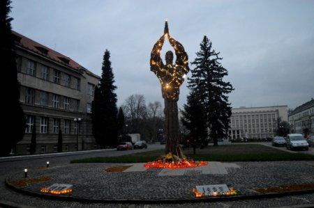 Сьогодні Закарпаття вшановує пам'ять жертв Голодомору (ФОТО)