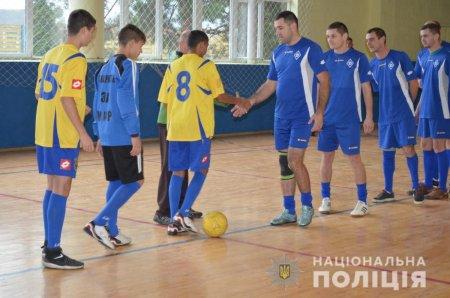 «Ми – одна команда»: у Перечині поліцейські грали в футбол з дітьми (ВІДЕО)