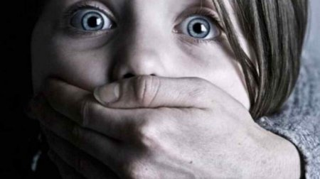 Користувався її беззахисним станом та жорстоко катував: 14-річну дівчину бив та ґвалтував рідний батько