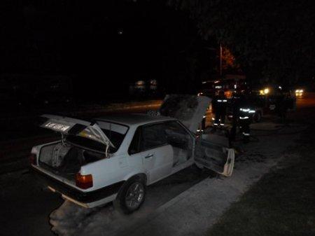 """У Мукачево сьогодні вночі згорів автомобіль """"Ауді"""""""