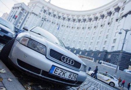 """Кабмін затвердив нові правила: як тепер будуть розмитнювати """"євробляхи"""" в Україні"""