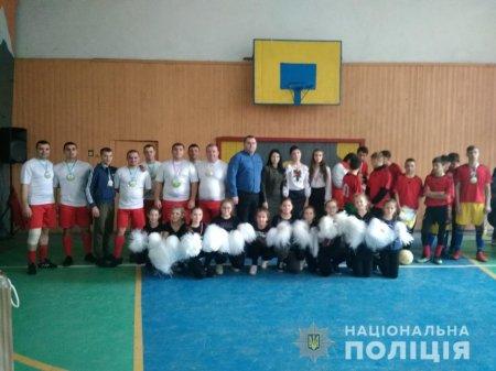 Тячівські поліцейські долучилися до Всеукраїнського флешмобу «Ми – одна команда!»