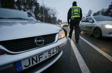 На Закарпатті місцева поліція почала масово зупиняти автомобілі на евробляхах