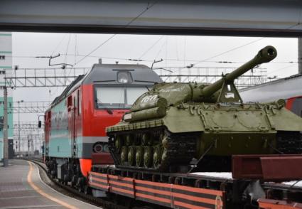 У Росії з рейок зійшов потяг із пальним і військовою технікою (ФОТО)