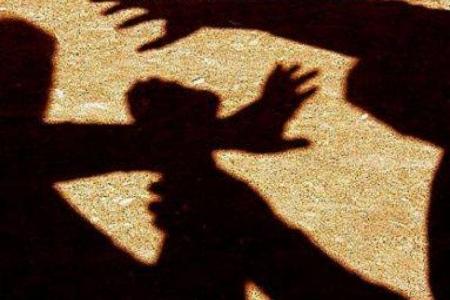 У Великому Березному жінці грабіжник розбив череп та пограбував