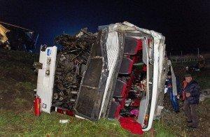 У сусідній із Закарпаттям Угорщині український автобус врізався в румунський каміон: є постраждалі (ФОТО)