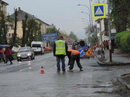 До уваги водіїв! Де в Ужгороді ремонтують дороги