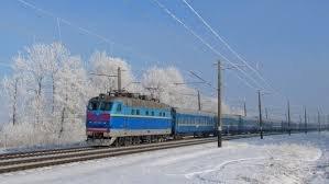 """У поїзді """"Київ-Рахів"""" на жінку звалилася горішня полиця з пасажиркою: у постраждалої серйозні травми"""