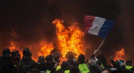 Заворушення в Парижі: 110 поранених, 6 будівель у вогні(фото)