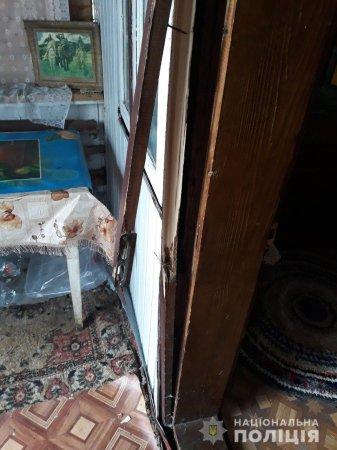 На Рахівщині обкрадають будинки: крадуть навіть алкоголь (фото)