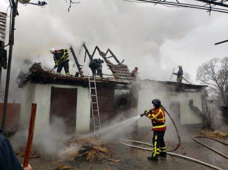 Пожежі у чотирьох надвірних спорудах ліквідували рятувальники Закарпаття