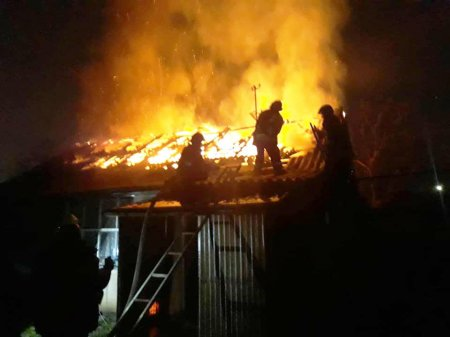 Упродовж доби мукачівські вогнеборці гасили пожежі в житловому будинку та надвірній споруді