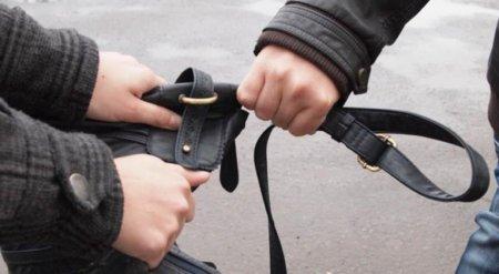 У Виноградові на вулиці крадуть сумки - виривають з рук