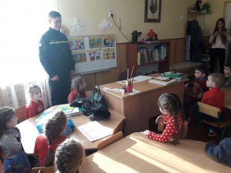 Міжгірські рятувальники провели урок безпеки для вихованців «Сонечка»