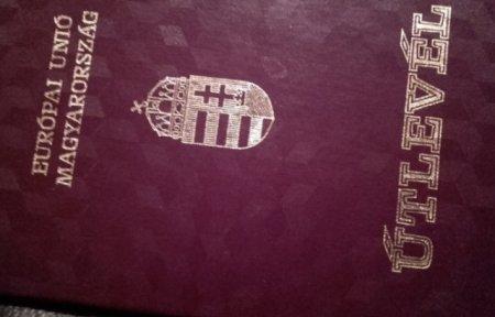 Угорщина перестала видавати угорські паспорти на території України