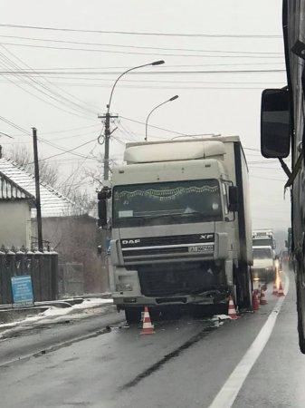 Через ДТП між Ужгородом та Мукачевом утворилась велика пробка (ВІДЕО)