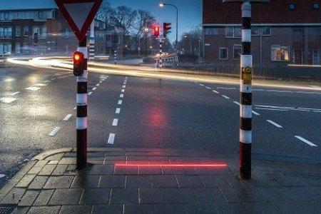 У Вінниці встановили світлофори для людей, які не можуть відірватися від телефону
