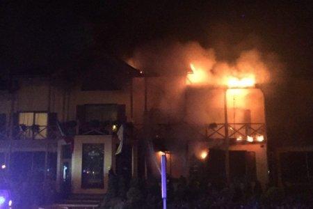 У Мукачеві рятувальники ліквідували пожежу в мотелі