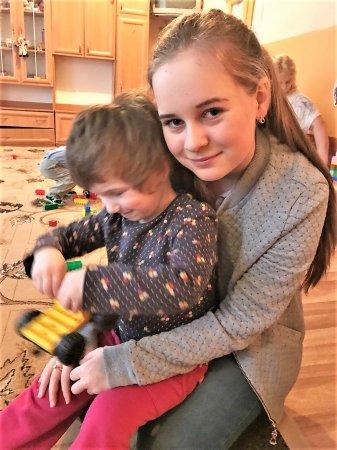 Малечі в обласному дитячому будинку принесли подарунки