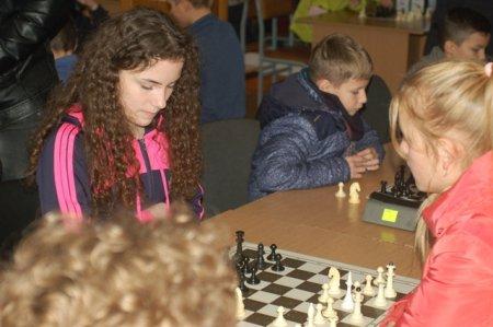 У Рахові пройшов міжрайонний дитячий турнір з шахів, присвячений дню Святого Миколая