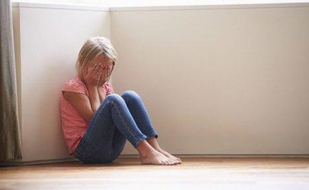 Дитина намагалася говорити, але не могла: Батьки-вегани практично вбили свою дочку суворими дієтами