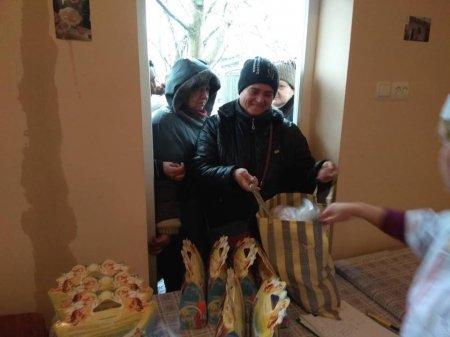 В Берегові відвідувачі соціальної кухні отримали продуктові набори (фото)