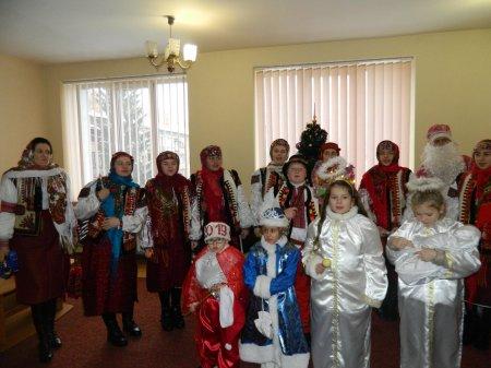 У Рахівській районній раді діти  заспівали щедрівки і колядки (ФОТО)