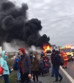 В Угорщині на ходу загорівся автобус, із закарпатцями (ВІДЕО)