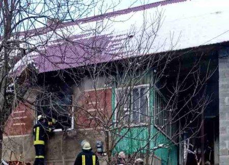 Воловецькі рятувальники під час пожежі врятували житловий будинок