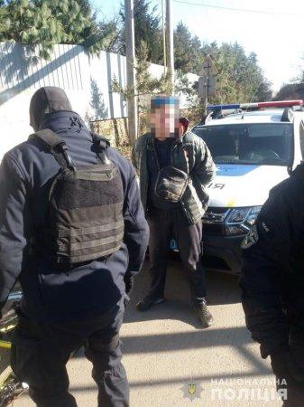 Місцевого жителя Ужгорода затримали при збуті наркотиків (фото)
