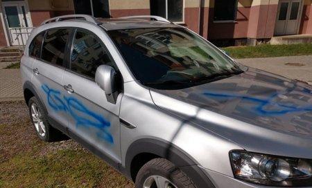 Депутату Ужгородської міськради понівечили авто (фото)