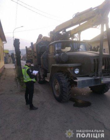 Вантажівки повні деревини затримали на Березнянщині (фото)