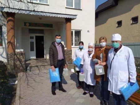Всі медичні заклади Тячівщини отримали допомогу – захисні маски та антисептики (ФОТО)