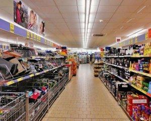 Супермаркети пішли на поступки: що подешевшає найближчим часом