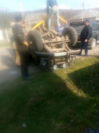 Автопригода трапилась на Рахівщині: легковик перекинувся на дах (фото)