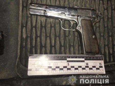 На Тячівщині поліція затримала озброєного чоловіка