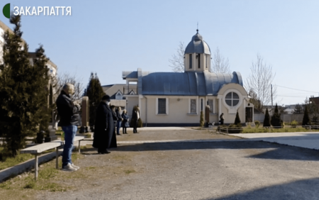 На Закарпатті поліція перевіряє порушення карантинних заходів під час богослужінь (відео)