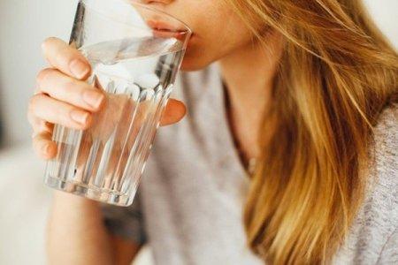 Вода рятує від коронавірусу: лікар пояснив, чому важливо пити під час епідемії